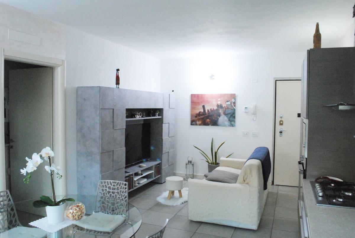 Appartamento in vendita a Sale Marasino, 2 locali, prezzo € 154.000   CambioCasa.it