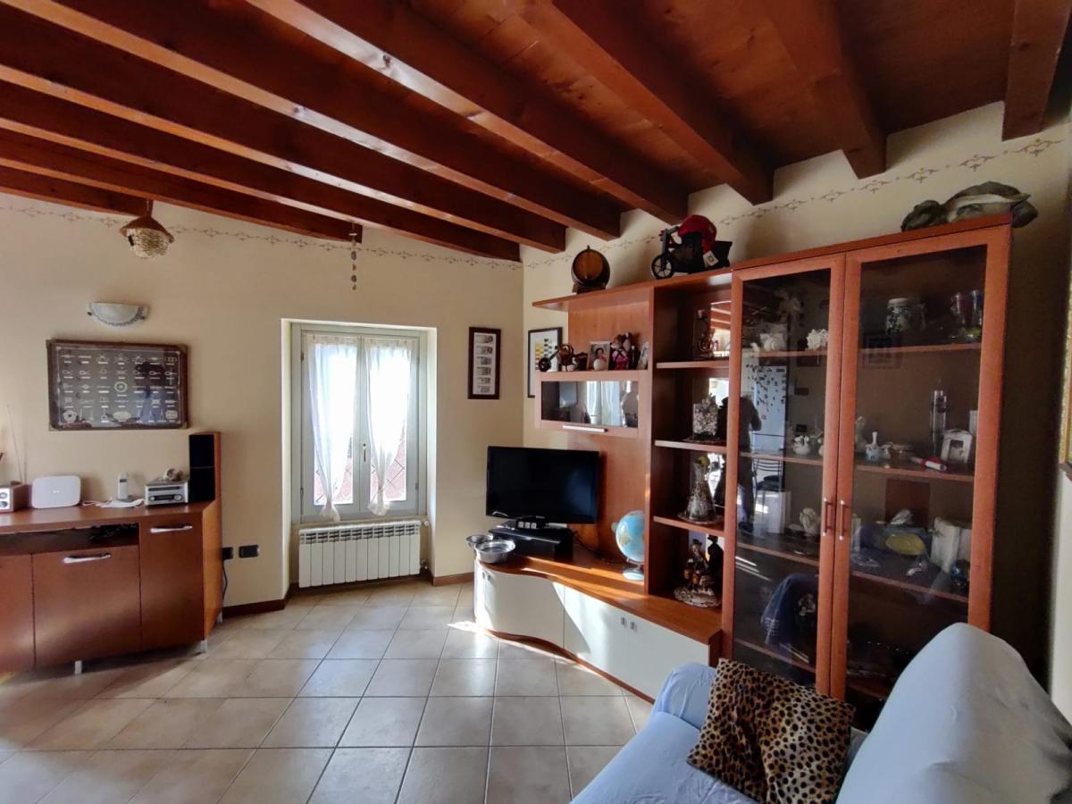 Appartamento in vendita a Sale Marasino, 2 locali, prezzo € 130.000   CambioCasa.it