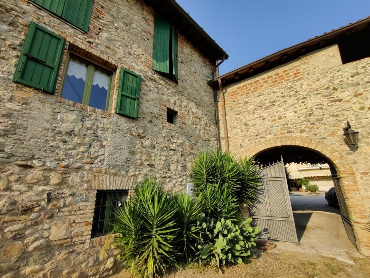 Villa in vendita a Passirano, 9 locali, Trattative riservate | CambioCasa.it