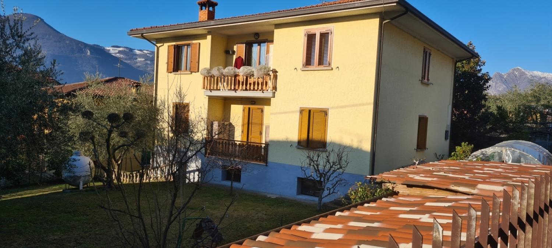 Appartamento in vendita a Monte Isola, 5 locali, prezzo € 220.000 | CambioCasa.it