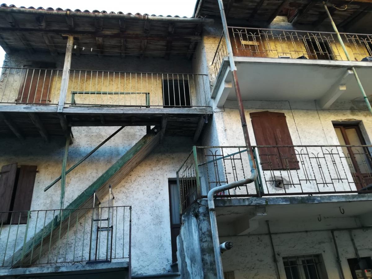 Soluzione Semindipendente in vendita a Marone, 5 locali, prezzo € 39.000   CambioCasa.it