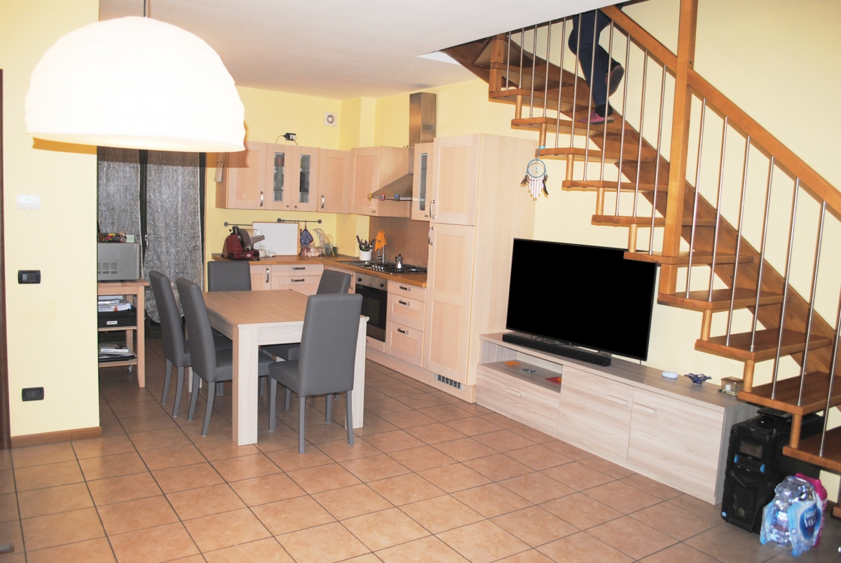 Appartamento in vendita a Iseo, 3 locali, prezzo € 179.000   CambioCasa.it