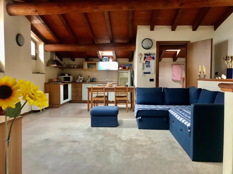 Appartamento in vendita a Sale Marasino, 3 locali, prezzo € 185.000 | CambioCasa.it