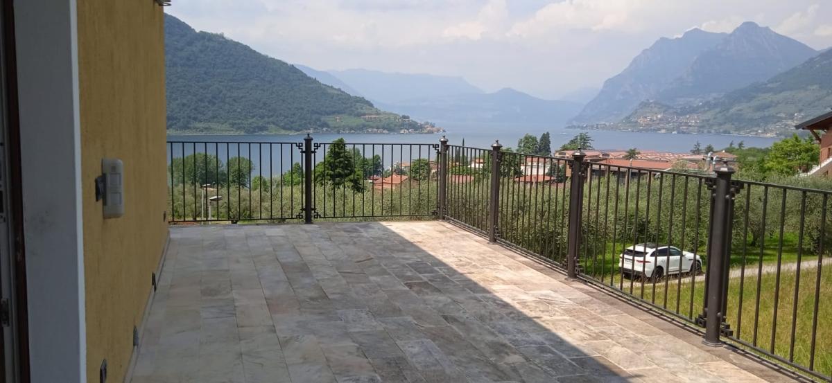 Appartamento in vendita a Sale Marasino, 5 locali, prezzo € 320.000 | PortaleAgenzieImmobiliari.it