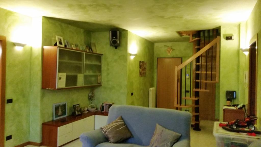 Appartamento in buone condizioni in vendita Rif. 8529909