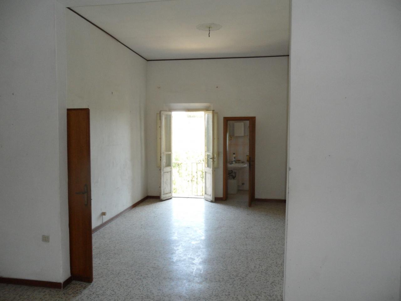 Palazzo / Stabile in vendita a San Miniato, 10 locali, Trattative riservate | CambioCasa.it