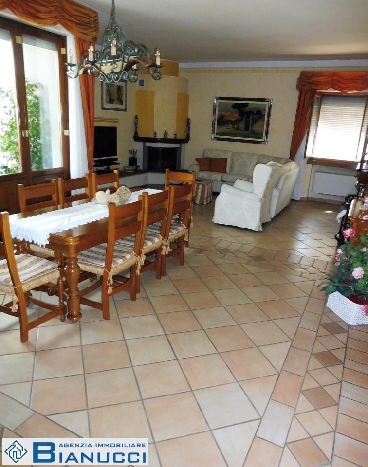 Appartamento in ottime condizioni in vendita Rif. 7922012
