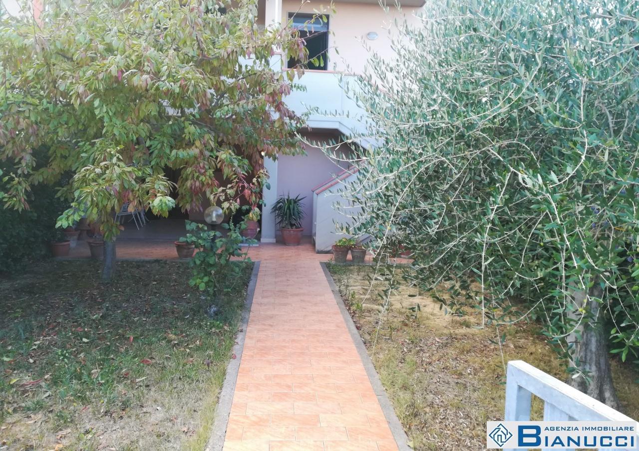 Appartamento in ottime condizioni in vendita Rif. 8104712