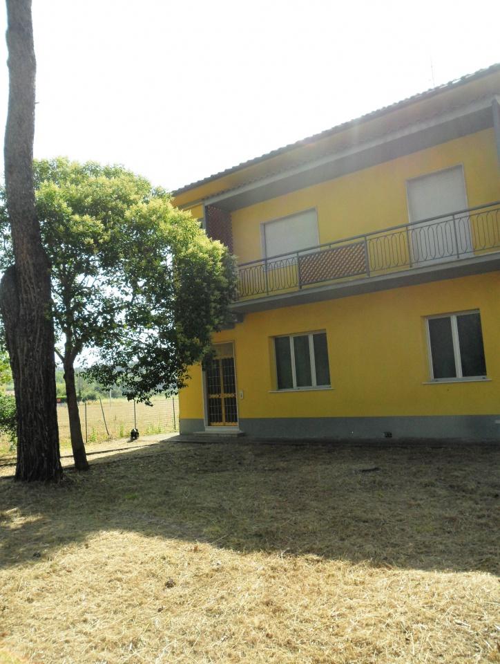 Appartamento in buone condizioni in vendita Rif. 9578235