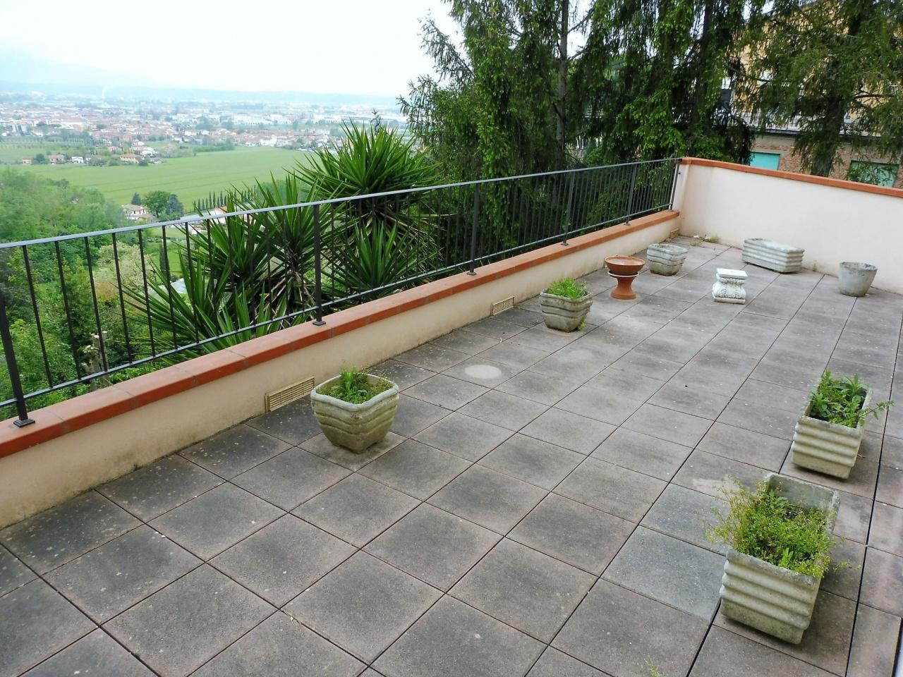 Appartamento in buone condizioni in vendita Rif. 10173411