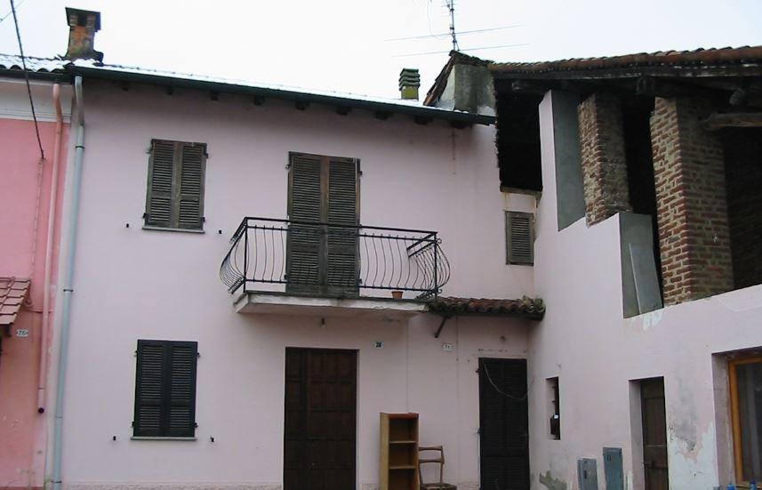 Appartamento in vendita a Castelnovetto, 11 locali, prezzo € 18.620 | CambioCasa.it