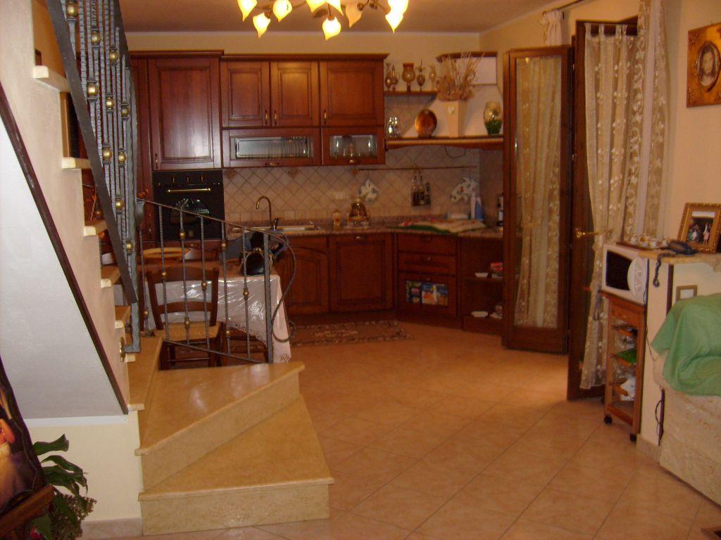 Appartamento in buone condizioni in vendita Rif. 9809521