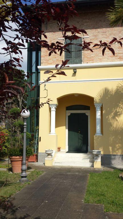 Villa cervia milano marittima vendita 1350000 euro 07 04 for 3 piani di garage per auto con stanza bonus