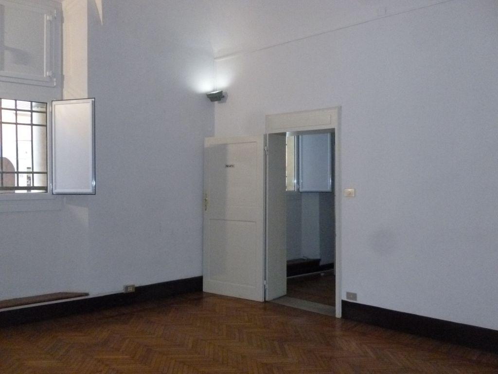 Ufficio / Studio in affitto a Bologna, 5 locali, zona Località: CENTRO STORICO, prezzo € 900 | Cambio Casa.it