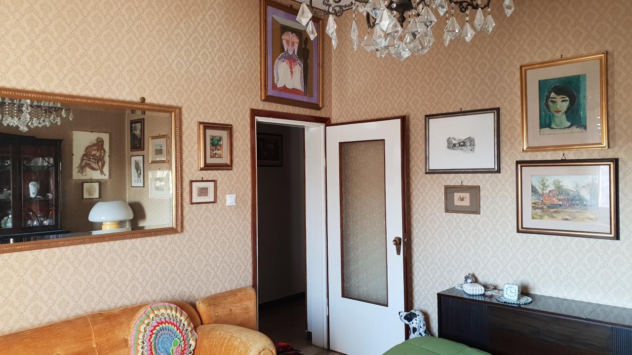 Appartamento in vendita a Bologna, 4 locali, prezzo € 150.000 | CambioCasa.it