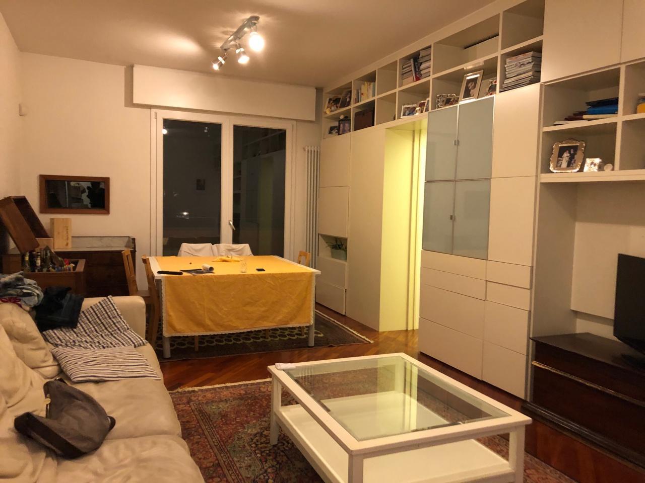 Stanza / posto letto ristrutturato arredato in affitto Rif. 12239650