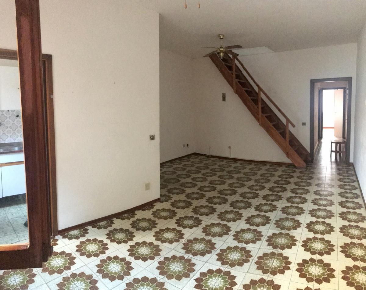 Appartamento in discrete condizioni in vendita Rif. 8570350