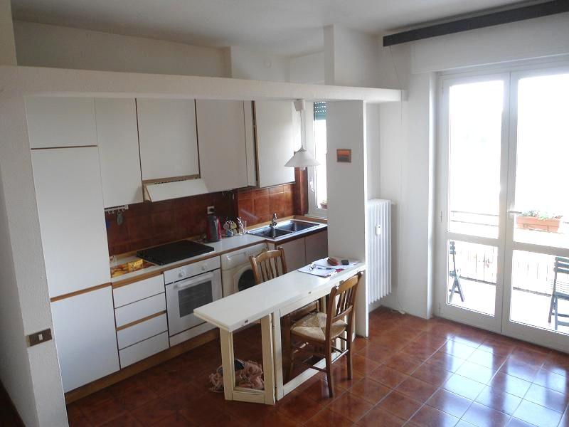 Appartamento in buone condizioni arredato in affitto Rif. 10714904
