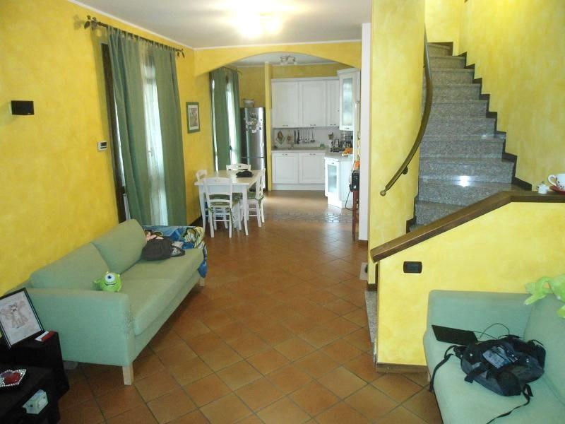 Villa in vendita a Cernusco sul Naviglio, 5 locali, prezzo € 360.000 | CambioCasa.it
