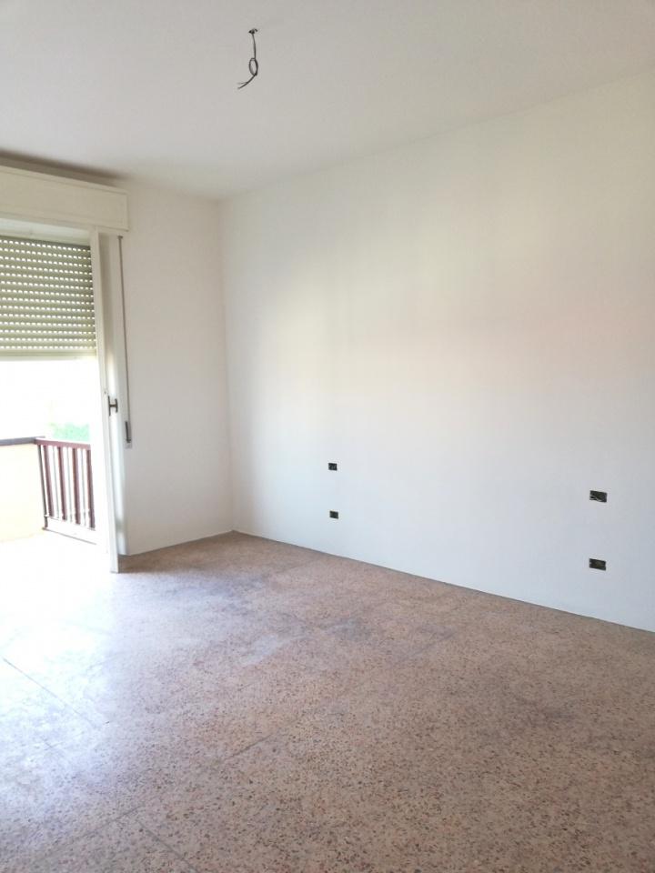 Appartamento da ristrutturare in affitto Rif. 7090360