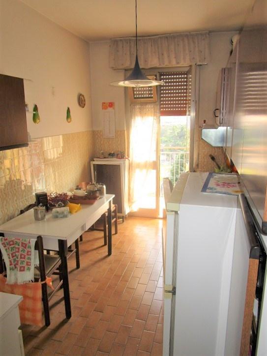 Appartamento in discrete condizioni in vendita Rif. 7922077