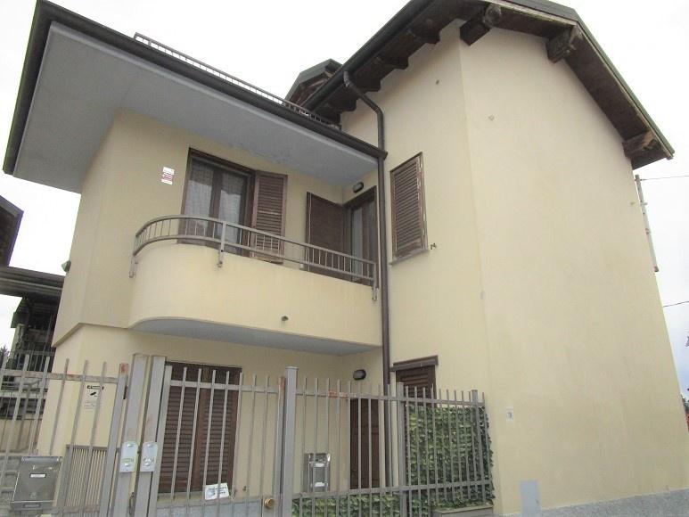 Appartamento in ottime condizioni arredato in affitto Rif. 9793648