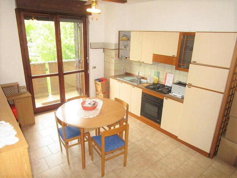 Appartamento in buone condizioni arredato in vendita Rif. 10261641
