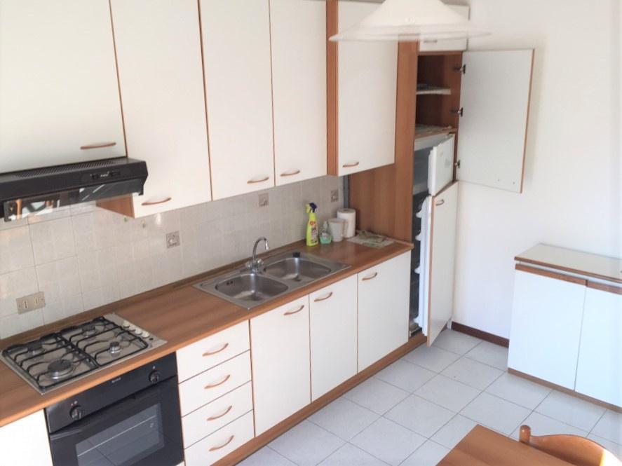 Appartamento in buone condizioni arredato in vendita Rif. 10754955