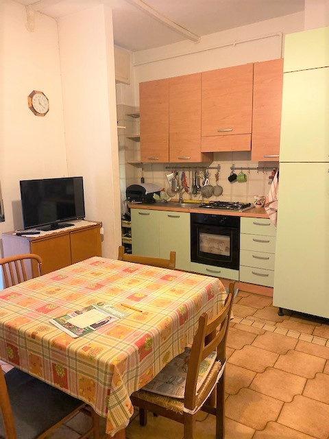 Appartamento da ristrutturare arredato in vendita Rif. 11733175