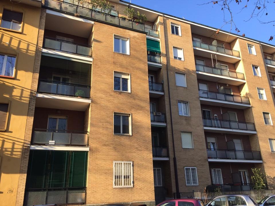 Appartamento in discrete condizioni in vendita Rif. 12046764
