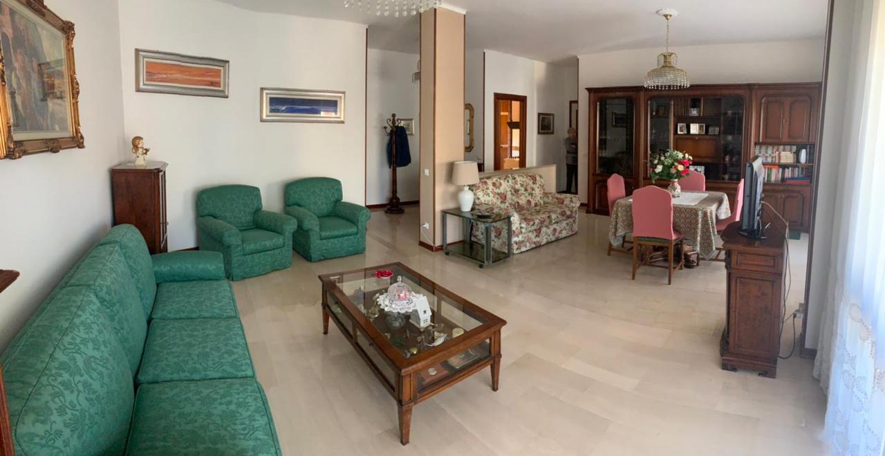 Appartamento in buone condizioni in vendita Rif. 12076502
