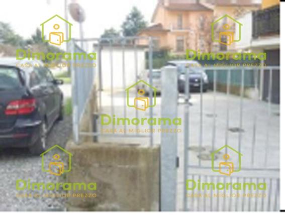 Box e posti auto in vendita Rif. 12151379