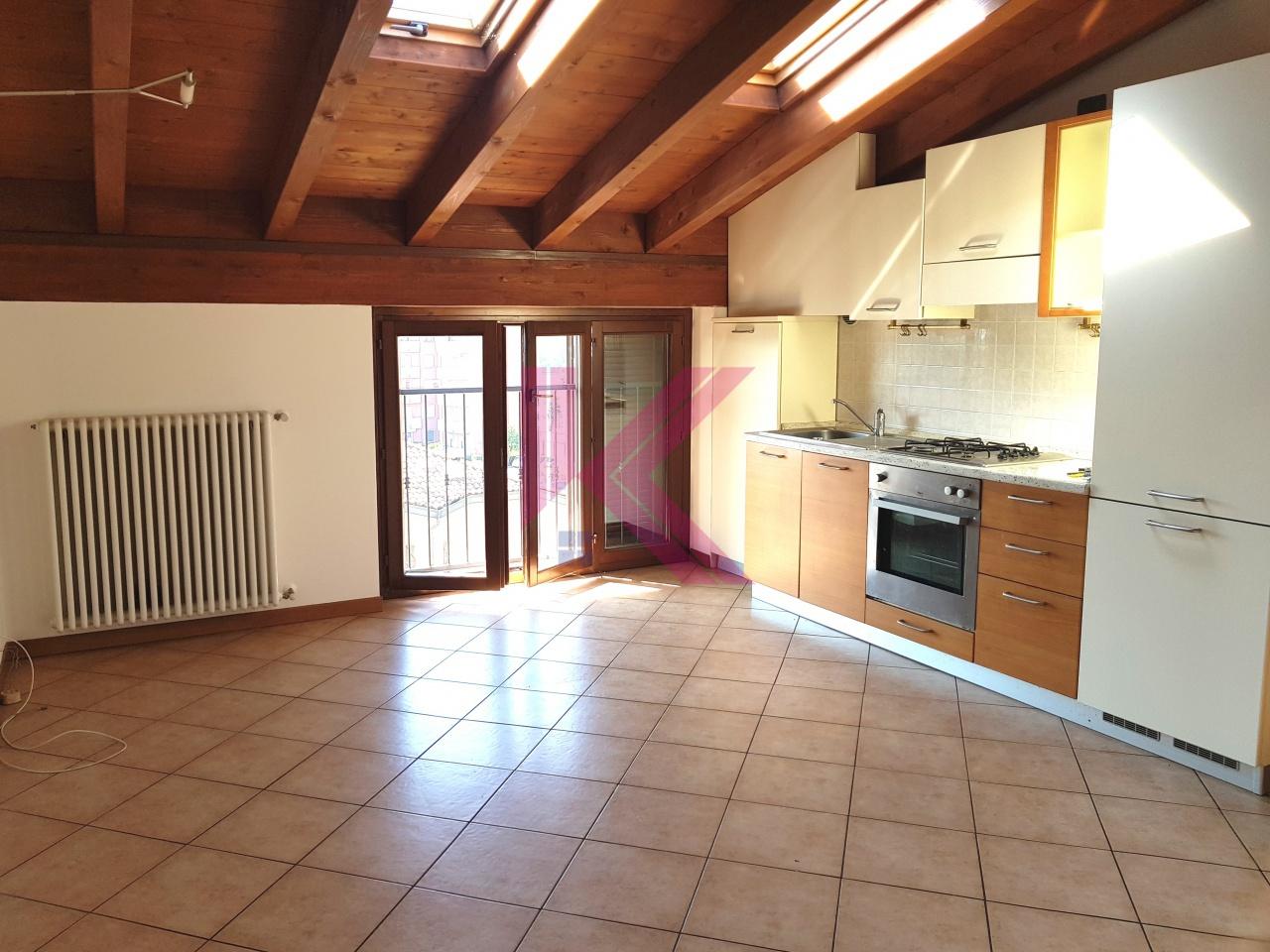 Attico / Mansarda in vendita a Cantù, 2 locali, prezzo € 62.000 | PortaleAgenzieImmobiliari.it