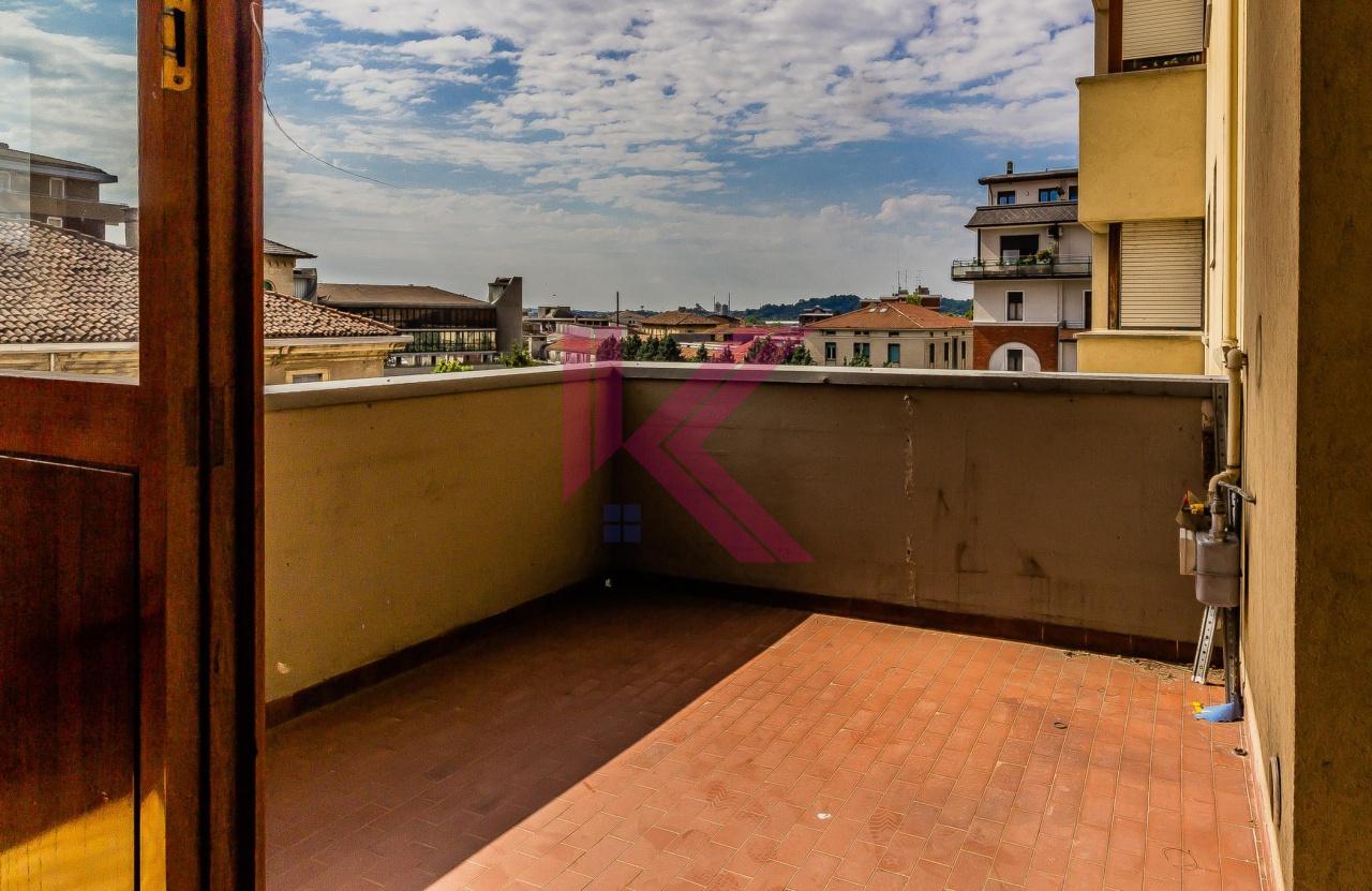 Appartamento in vendita a Erba, 3 locali, prezzo € 89.000 | PortaleAgenzieImmobiliari.it