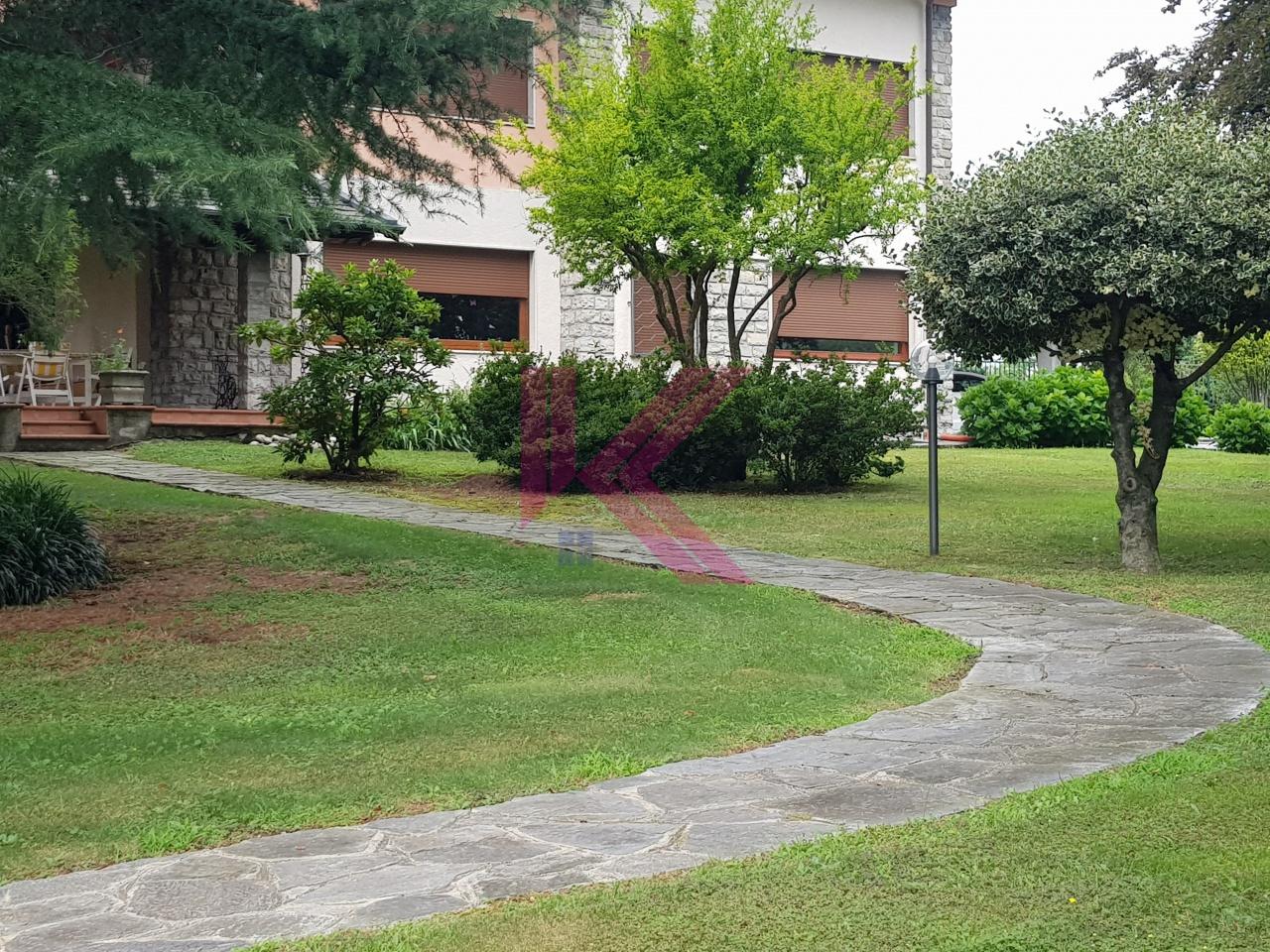 Villa in vendita a Capiago Intimiano, 8 locali, prezzo € 1.330.000 | PortaleAgenzieImmobiliari.it