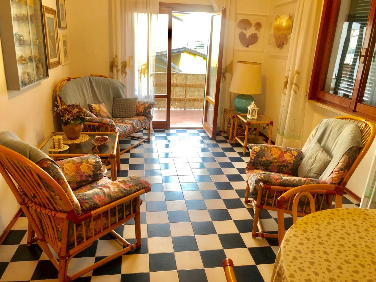 Appartamento in buone condizioni in vendita Rif. 9328650
