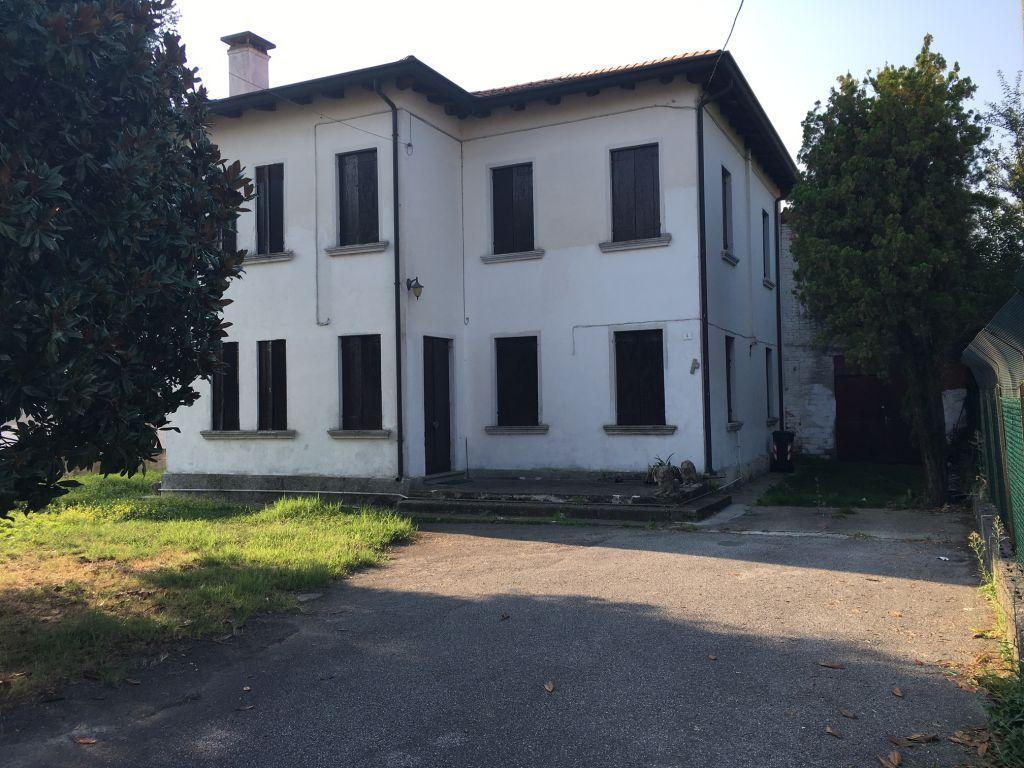 Palazzo / Stabile in Vendita a Piombino Dese