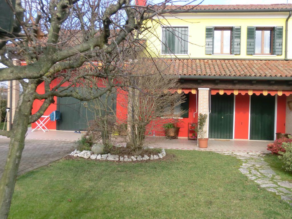 Soluzione Semindipendente in vendita a Trebaseleghe, 8 locali, prezzo € 350.000 | Cambio Casa.it