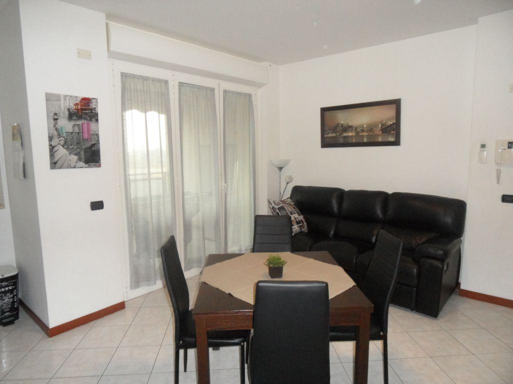 Appartamento in ottime condizioni in affitto Rif. 10451113