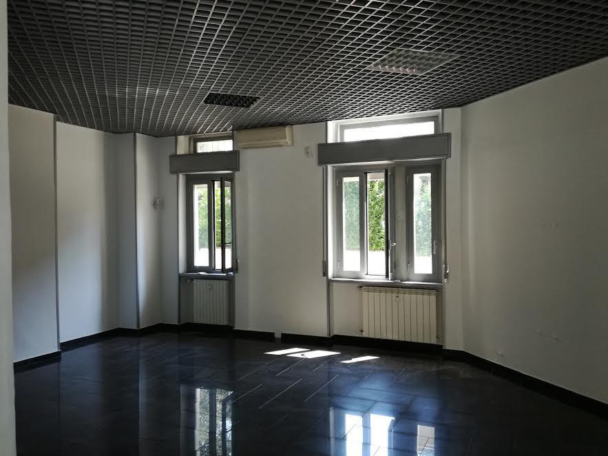 Negozio / Locale in affitto a Melzo, 9999 locali, prezzo € 1.500   CambioCasa.it