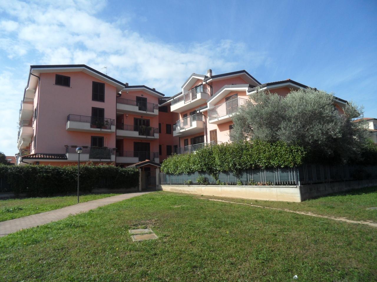 Appartamento in buone condizioni in vendita Rif. 11327343