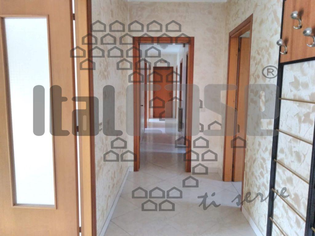 Appartamento da ristrutturare in affitto Rif. 10014219