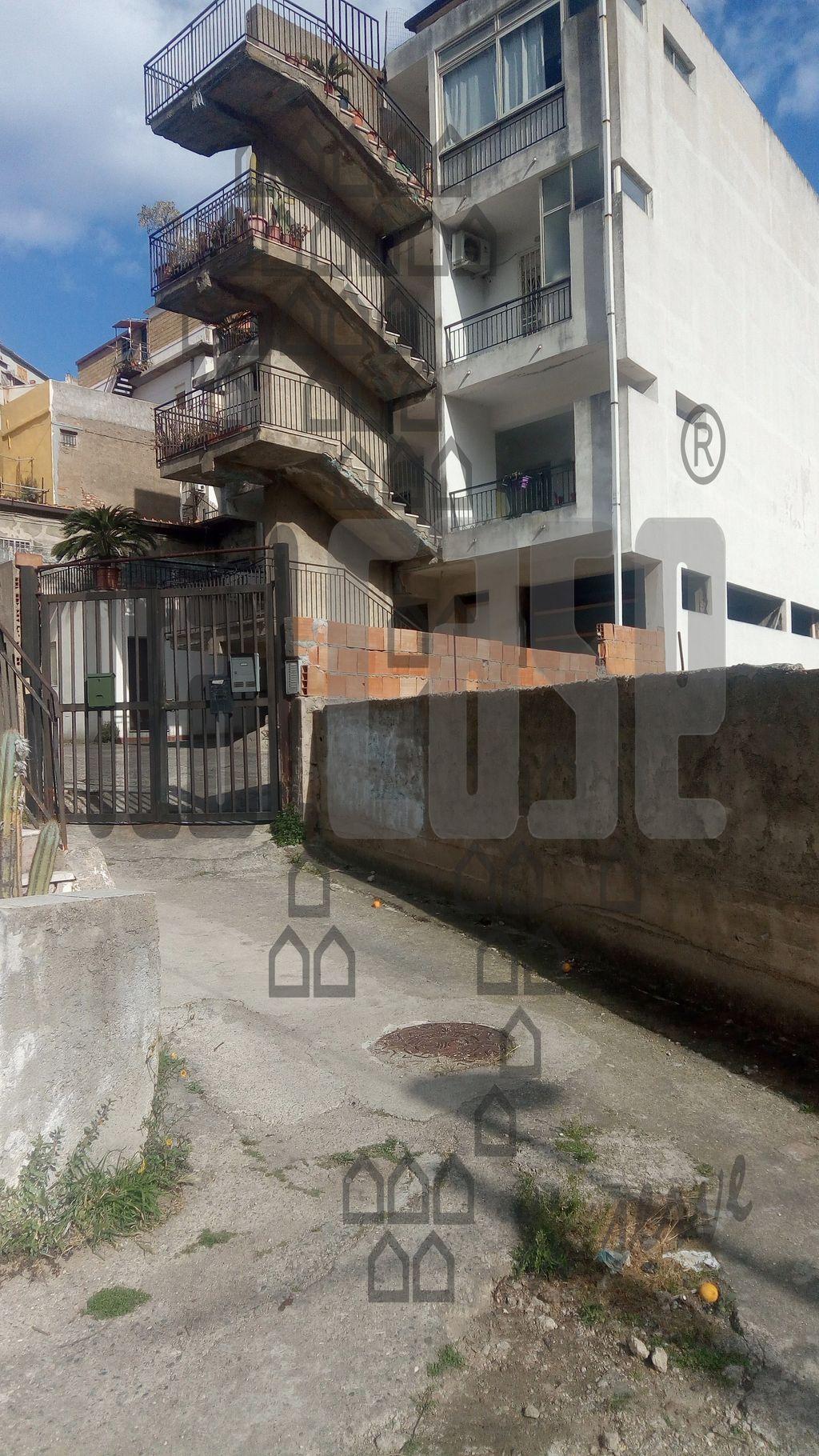 Appartamento da ristrutturare in affitto Rif. 10005608