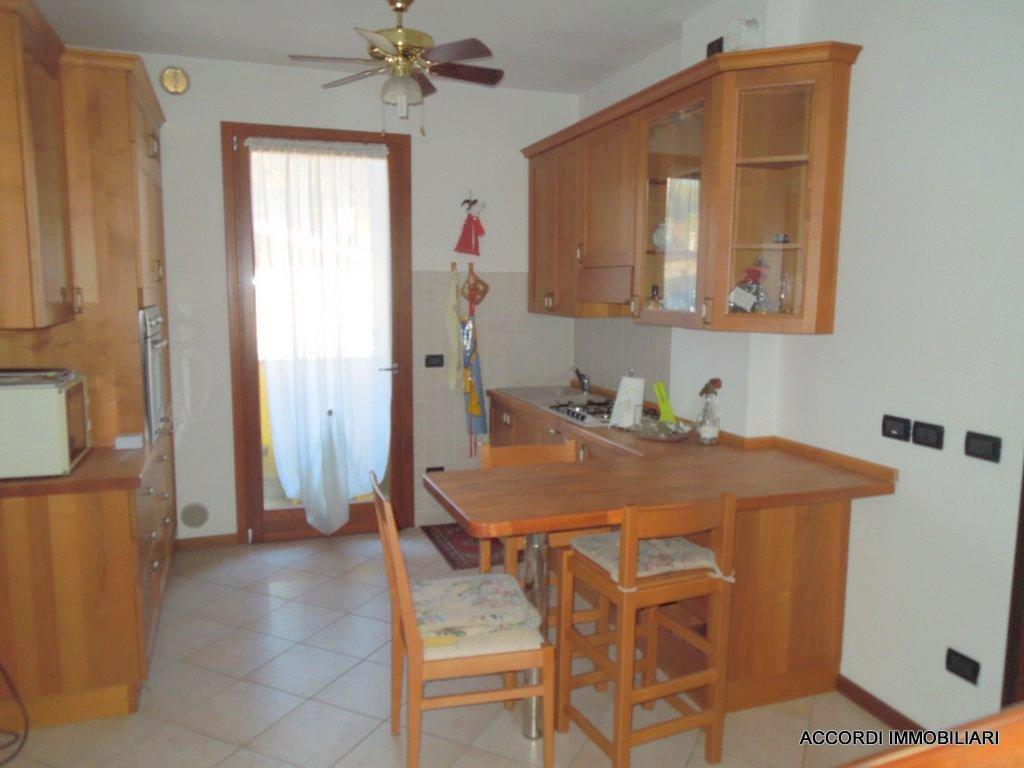 Appartamento in buone condizioni in vendita Rif. 8945540