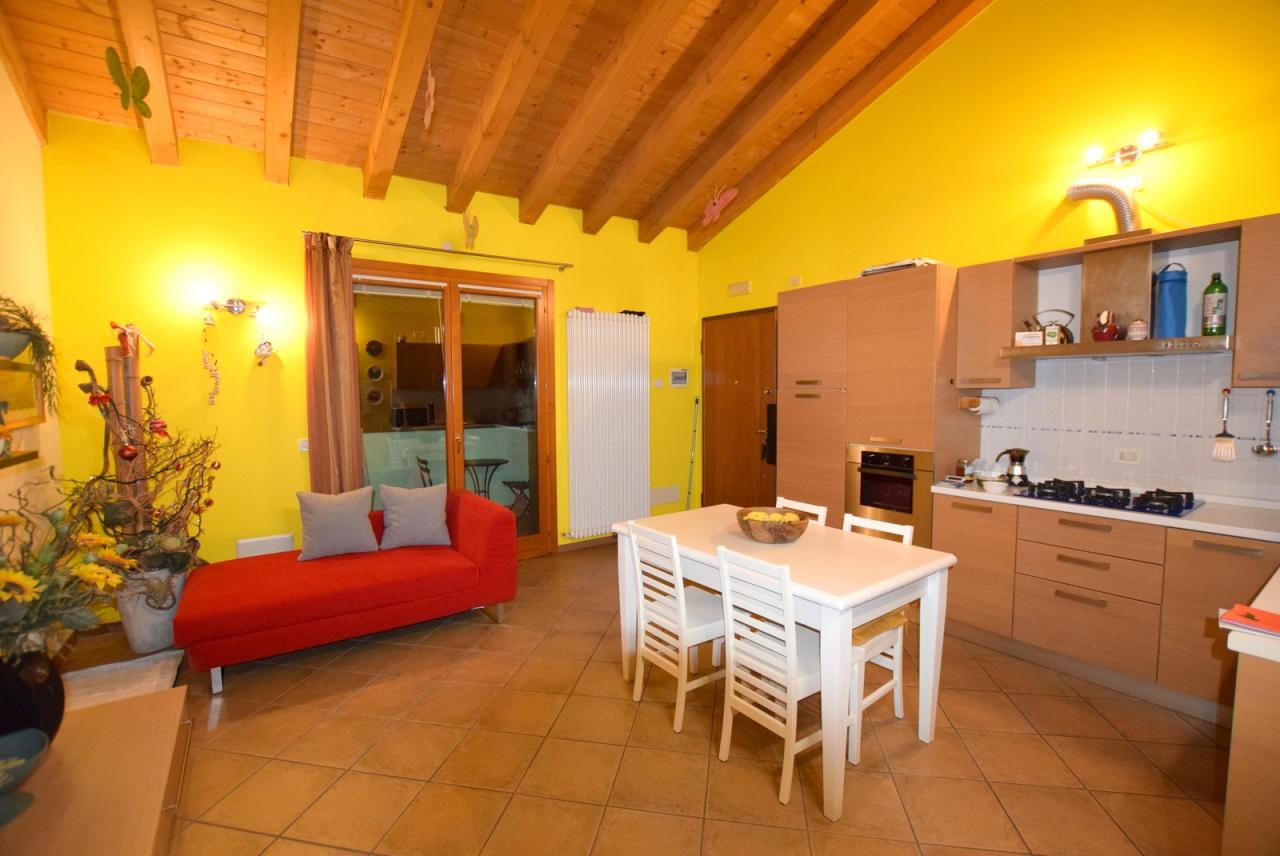 Appartamento in ottime condizioni in vendita Rif. 9050308