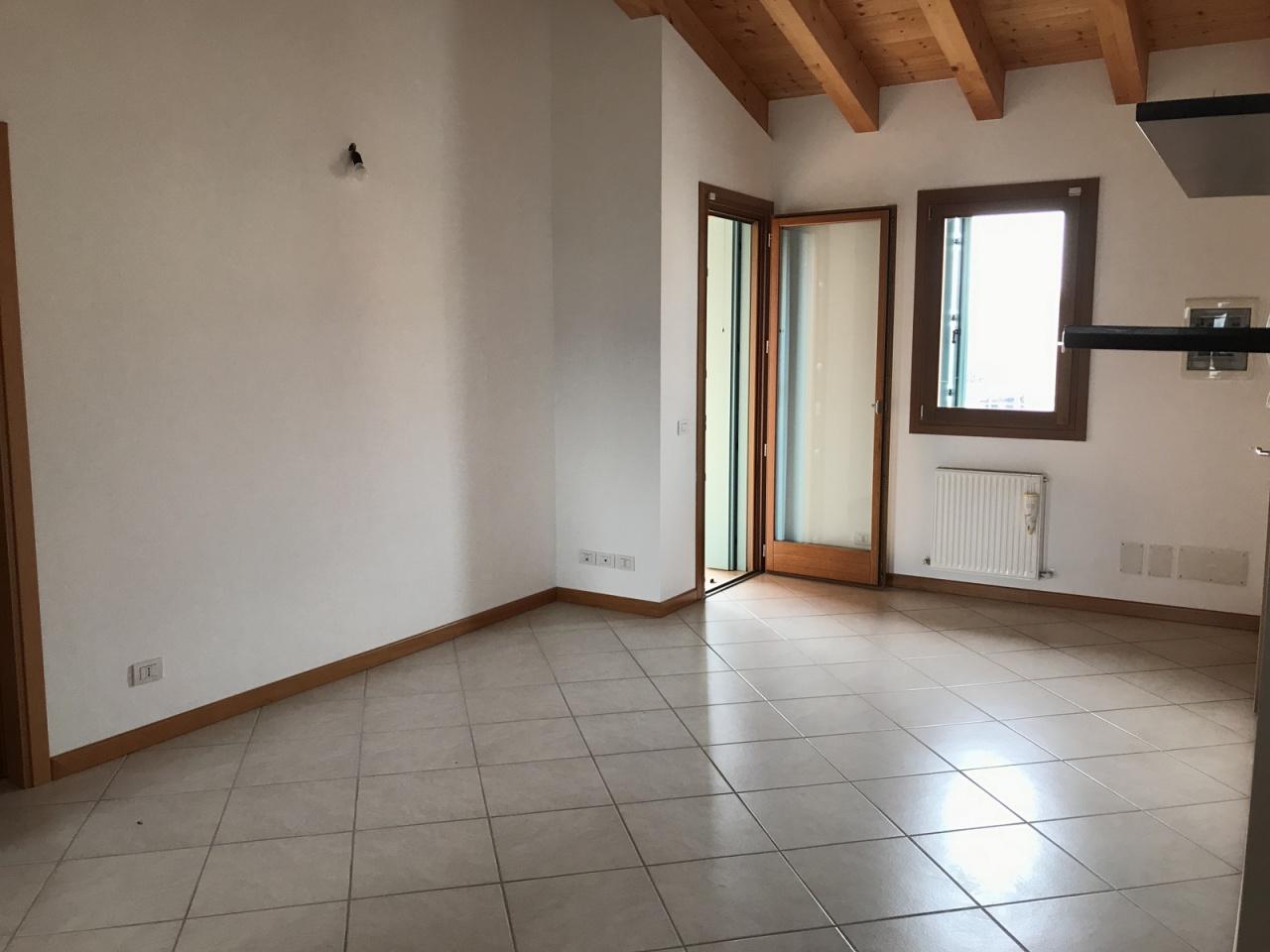 Appartamento in ottime condizioni in vendita Rif. 6412292