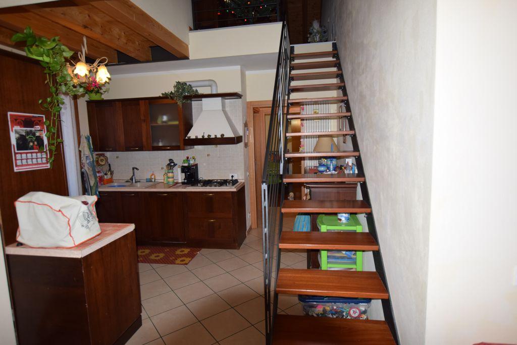 Appartamento in buone condizioni in vendita Rif. 6913857