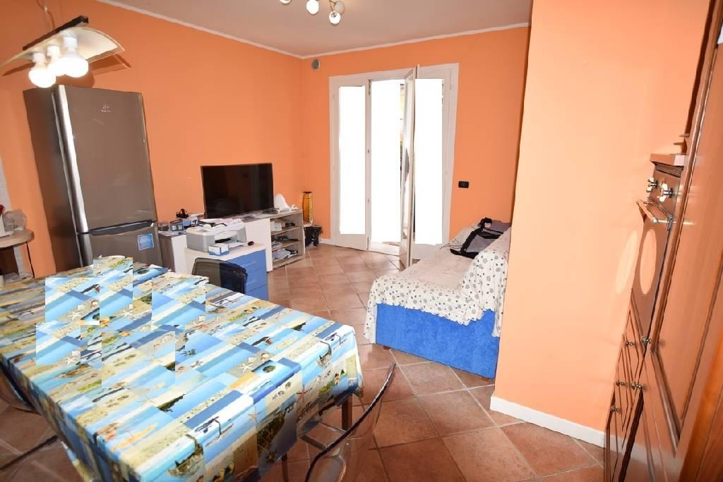 Appartamento da ristrutturare arredato in vendita Rif. 5663418