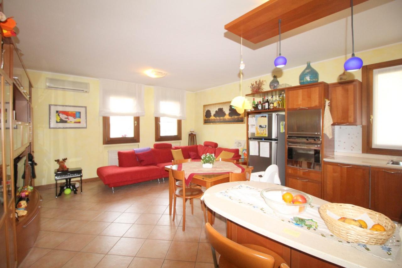 Appartamento in ottime condizioni in vendita Rif. 5706176