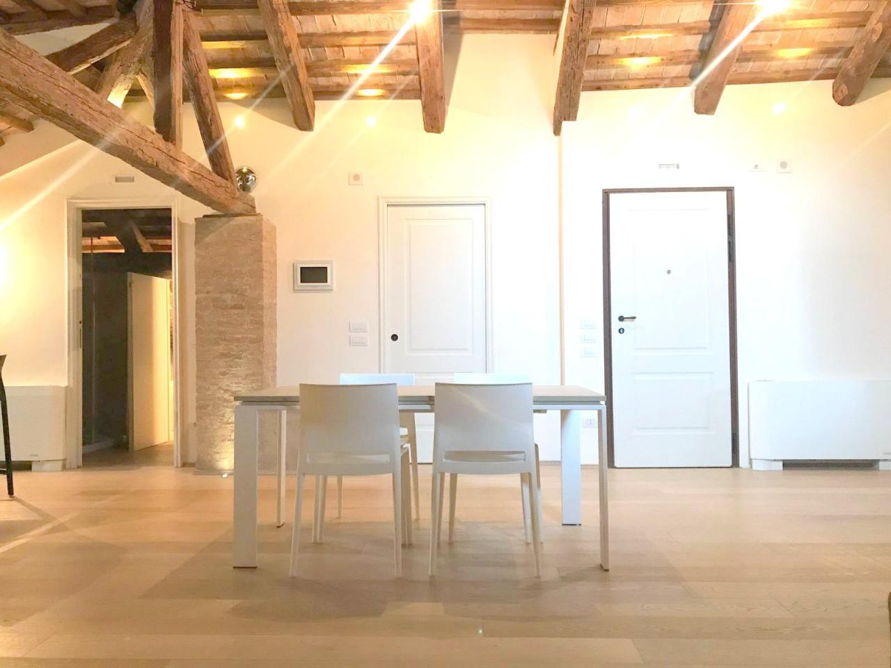 Appartamento ristrutturato arredato in affitto Rif. 6717147